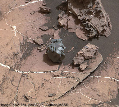 Curiosity Mastcam image of iron-nickel meteorite on Mars. Image PIA21134. NASA/JPL-Caltech/MSSS.